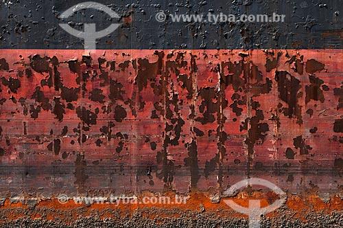 Assunto: Detalhe do casco enferrujado deum velho navio que apodrece na Ilha da Conceição, em Niteroi. / Local: Niterói -   Rio de Janeiro (RJ)  -  Brasil  / Data: 02/2011