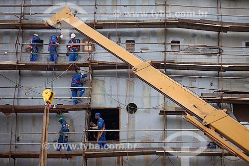 Assunto: Operários fazendo reparos em navio no Estaleiro STX - Ilha da Conceição / Local: Niterói - Rio de Janeiro (RJ)  / Data: 05/2010