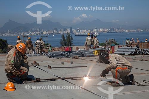 Assunto: Operários trabalhando na construção de navio no Estaleiro Mauá  / Local: Niterói - Rio de Janeiro (RJ) - Brasil / Data: 11/2010