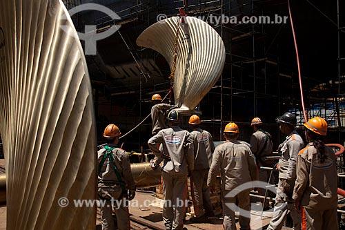 Assunto: Operários trabalhando na instalação de turbinas no Estaleiro Mauá / Local: Niterói - Rio de Janeiro (RJ) - Brasil  / Data: 10/2010