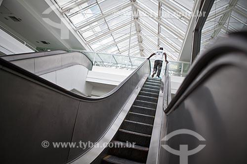 Assunto: Homem na escada rolante do Madureira Shopping / Local: Madureira - Rio de Janeiro (RJ) - Brasil / Data: 03/2011