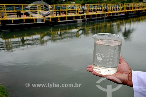Assunto: Coleta de amostra de água na Unidade de Tratamento de Rio - UTR Arroio Fundo  / Local: Jacarepágua - Rio de Janeiro (RJ) - Brasil / Data: 04/2011