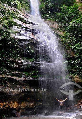 Assunto: Pessoa tomando banho na cachoeira Escorrega Macaco na Serra do Lajeado no distrito de Taquaruçu / Local: Palmas - Tocantins (TO) - Brasil / Data: 02/2011