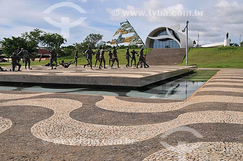 Assunto: Monumento aos 18 (dezoito) do Forte e ao fundo o Memorial Coluna Prestes  / Local: Palmas - Tocantins (TO) - Brasil / Data: 02/2011