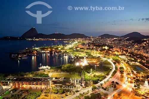Assunto: Vista aérea do Aterro do Flamengo com iluminação noturna próximo ao bairro da Glória com MAM (Museu de Arte Moderna) em primeiro plano e Pão de Açúcar ao fundo / Local:  Rio de Janeiro  -  RJ  -  Brasil / Data: 02/2011