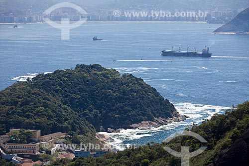 Assunto: Navio entrando na Baía de Guanabara com Fortaleza de São João em primeiro plano e Praia de Icaraí em Niterói ao fundo / Local: Rio de Janeiro - RJ - Brasil / Data: 10/2010