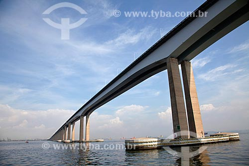 Ponte Presidente Costa e Silva (Ponte Rio-Niterói) na Baía de Guanabara  - Niterói - Rio de Janeiro - Brasil