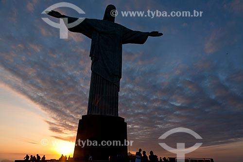 Assunto: Turistas visitando o Cristo Redentor ao entardecer / Local: Rio de Janeiro   -   Rio de Janeiro   -   Brasil / Data: 10/2010