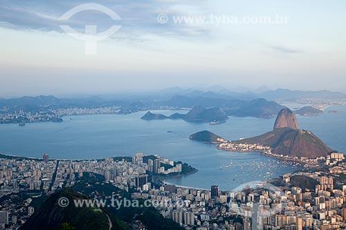 Assunto: Vista aérea da Zona Sul do Rio  -  Bairros das Laranjeiras ,  Flamengo e Botafogo com a Baía de Guanabara e o Pão de Açúcar ao fundo / Local: Rio de Janeiro  -  RJ  -  Brasil / Data: 10/2010