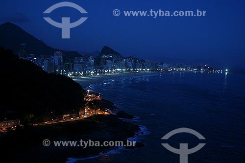 Assunto: Vista do Hotel Sheraton para as praias do Leblon e Ipanema com parte da Avenida Niemeyer a noite / Local: Rio de Janeiro (RJ) - Brasil / Data: 04/2011