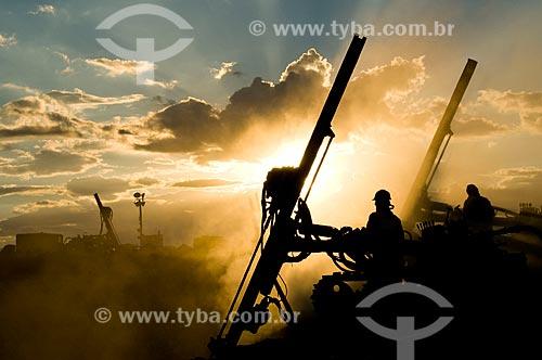 Assunto: Homens trabalhando no canal de irrigação - Projeto de Integração do Rio São Francisco com as bacias hidrográficas do Nordeste Setentrional / Local: Sertânia - Pernambuco (PE) - Brasil / Data: 01/2010
