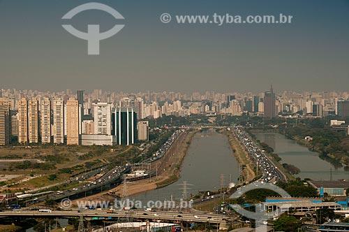 Assunto: Vista aérea da Avenida Marginal Pinheiros - Zona Oeste de São Paulo  / Local: São Paulo - São Paulo (SP) - Brasil / Data: 08/2010