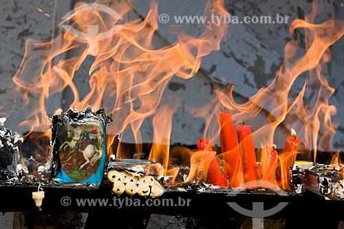 Assunto: Velas acesas em homenagem ao dia de São Jorge  / Local: Quintino - Rio de Janeiro (RJ) - Brasil / Data: 04/2009