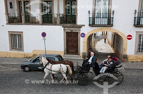 Assunto: Passeio de carruagem pelas ruas estreitas no centro histórico da cidade de Évora / Local: Évora - Portugal - Europa / Data: 10/2010