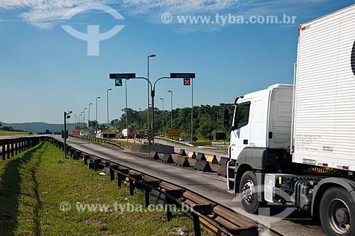 Assunto: Balança para pesagem de caminhões na Rodovia dos Bandeirantes / Local: Jundiaí - São Paulo (SP) - Brasil / Data: 02/2011