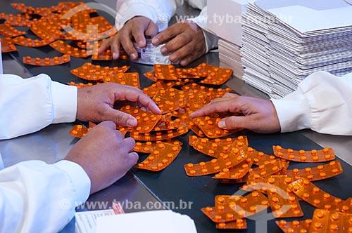 Assunto: Linha de empacotamento de remédios - Laboratório Farmacêutico - Farmanguinhos - Fundação Oswaldo Cruz / Local: Jacarepaguá - Rio de Janeiro (RJ) -  Brasil / Data: 08/2010