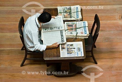 Assunto: Homem lendo na Bibliotheca Pública Pelotense / Local: Pelotas - Rio Grande do Sul (RS) - Brasil / Data: 01/2009
