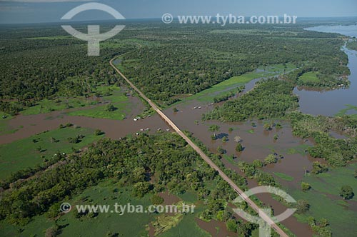 Assunto: Vista da BR-174 atravessando a várzea do rio Amazonas e chegando à cidade Careiro da Várzea / Local: Careiro da Várzea - Amazonas (AM) - Brasil  / Data: 06/2007