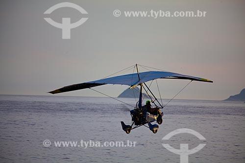 Assunto: Ultravele sobrevoando a Praia de Ipanema / Local: Ipanema - Rio de Janeiro (RJ) - Brasil / Data: 04/2011