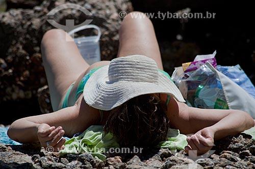 Assunto: Mulher se bronzeando / Local: Urca - Rio de Janeiro (RJ) - Brasil / Data: 02/2011
