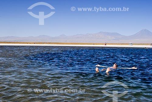 Assunto: Laguna Cejar com Vulcão Licancabur ao fundo - A concentração de sal do lago é maior que no Mar Morto e possui 22 metros de profundidade   / Local: Deserto de Atacama - Chile - América do Sul / Data: 01/2011