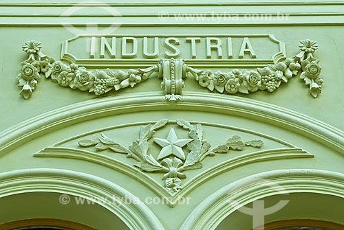 Assunto: Detalhe da fachada da antiga Escola Eliseu Maciel - Atualmente este prédio pertence a Universidade Federal de Pelotas (UFPel) / Local: Pelotas - Rio Grande do Sul (RS) - Brasil / Data: 01/2009