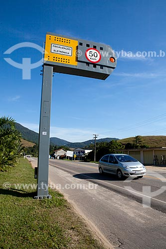 Assunto: Radar para fiscalização eletrônica de velocidade na Rodovia BR-101, próximo à Cachoeiras de Macacu  / Local: Rio de Janeiro (RJ) - Brasil / Data: 06/2011