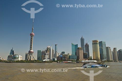 Assunto: Vista do Distrito de Pudong - Destaque para Torre de Televisão Pérola Oriental / Local: Xangai - China - Ásia / Data: 11/2006