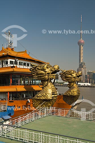 Assunto: Vista de embarcações às margens do Rio Huangpu / Local: Xangai - China - Ásia / Data: 11/2006