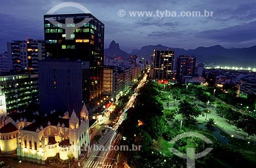 Assunto: Vista noturna da Praça Nossa Senhora da Paz e da Avenida Visconde de Pirajá / Local: Ipanema - Rio de Janeiro (RJ) - Brasil / Data: 10/2005