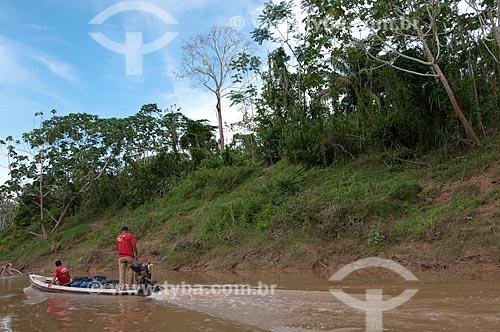 Assunto: Transporte de látex - Seringal Cachoeira  reserva extrativista Chico Mendes  / Local: Xapuri - Acre (AC) - Brasil / Data: 10/2008