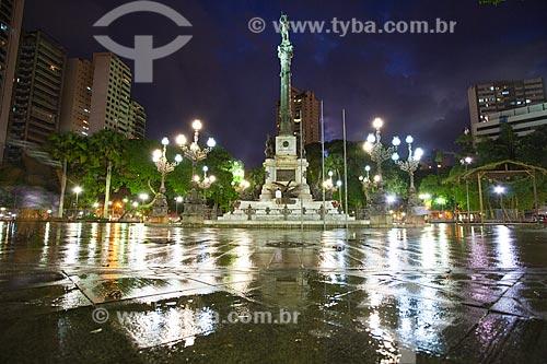 Assunto: Largo do Campo Grande (também conhecido como Praça Dois de Julho) com monumento aos heróis da independência - conhecido popularmente como monumento ao caboclo / Local: Salvador - Bahia (BA) - Brasil / Data: 07/2011