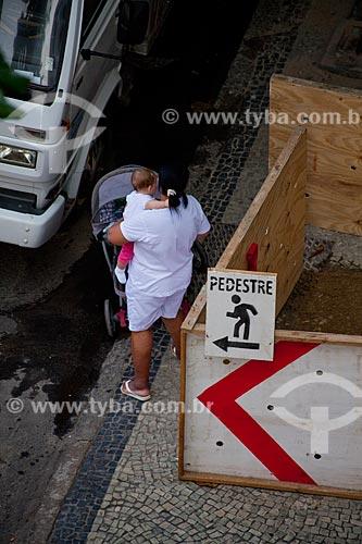 Assunto: Mulher empurrando carrinho de bebê / Local: Copacabana - Rio de Janeiro (RJ) - Brasil / Data: 07/2011