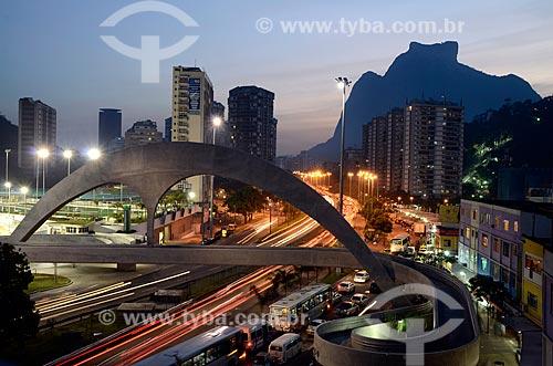 Assunto: Passarela sobre a Auto Estrada Lagoa-Barra / Local: São Conrado - Rio de Janeiro (RJ) - Brasil / Data: 07/2011