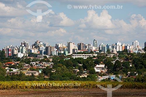 Assunto: Vista da cidade de Passo Fundo vista a partir da BR-285 (Lado Oeste da cidade) - Plantação de soja no primeiro plano / Local: Passo Fundo - Rio Grande do Sul (RS) - Brasil / Data: 04/2011