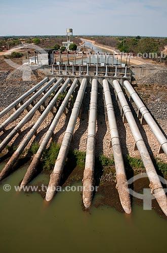 Unidade de Bombeamento e Canal principal de irrigação do Projeto Jaíba UB-1 -  Projeto de irrigação para a fruticultura e agricultura familiar que capta água do Rio São Francisco em Mocambinho  - Jaíba - Minas Gerais - Brasil