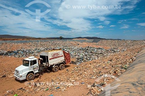 Assunto: Aterro Sanitário - Programa de Revitalização das Bacias dos rios São Francisco e Parnaíba / Local: Janaúba - Minas Gerais (MG) - Brasil / Data: 09/2011
