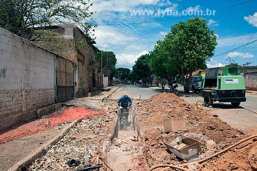 Assunto: Abertura de vala para construção de rede coletora de esgoto - Programa de Revitalização das Bacias dos Rios São Francisco e Parnaíba / Local: Jequitaí - Minas Gerais (MG) - Brasil / Data: 09/2011
