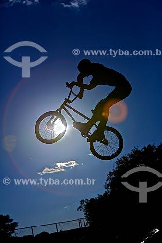 Assunto: Manobra radical na BMX / Local: Teresina - Piauí (PI) - Brasil / Data: 05/2010