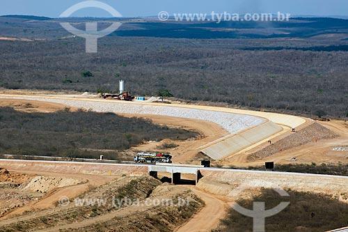 Assunto: Encontro do canal da transposição do Rio São Francisco com a ferrovia Transnordestina - no centro a Rodovia Santos Dumont / Local: Salgueiro - Pernambuco (PE) - Brasil / Data: 10/2011
