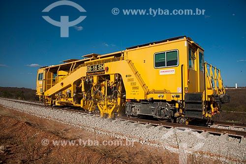 Assunto: Socadeira - máquina que coloca a brita embaixo da dormente na obra da Ferrovia Transnordestina - TLSA - Transnordestina Logística S/A  / Local: Salgueiro - Pernambuco (PE) - Brasil / Data: 10/2011