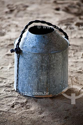 Assunto: Projeto Encauchados Vegetais, balde para coleta do látex  / Local: Rio Branco - Acre (AC) - Brasil / Data: 11/2011