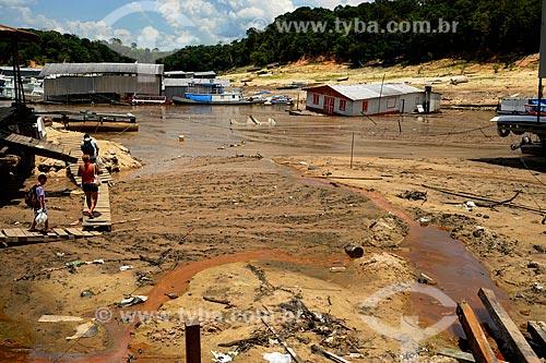 Assunto: Casa flutante e galpões na Marina do Davi - maior seca registrada / Local: Manaus - Amazonas (AM) - Brasil / Data: 11/2010