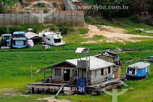 Assunto: Vista de casa flutuante - maior seca registrada / Local: Manaus - Amazonas (AM) - Brasil / Data: 11/2010