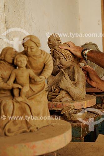 Assunto: Esculturas de barro - Obras do artesão Dênio / Local: Araçuaí - Minas Gerais (MG) - Brasil / Data: 11/2011