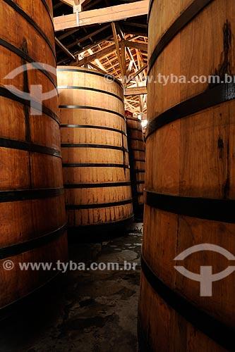 Assunto: Tonéis da Cachaça Seleta - São usadas para envelhecimento da bebida / Local: Salinas - Minas Gerais (MG) - Brasil / Data: 11/2011