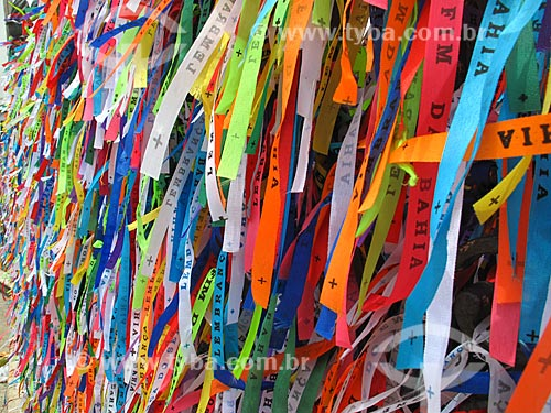 Assunto: Fitinhas de lembrança em frente à Igreja de Nosso Senhor do Bonfim              / Local: Salvador - Bahia (BA) - Brasil / Data: 01/2012