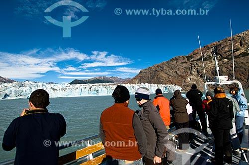Assunto: Barco de turismo em frente ao Glaciar Viedma / Local: El Chalten - Província de Santa Cruz - Argentina - América do Sul / Data: 02/2010