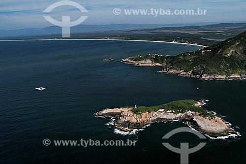 Assunto: Ilha com Restinga de Marambaia ao fundo / Local: Guaratiba - Rio de Janeiro (RJ) - Brasil / Data: 01/2012