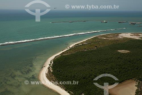Assunto: Ilha da Cocaia com Porto de Suape ao fundo / Local: Cabo de Santo Agostinho - Pernambuco (PE) - Brasil / Data: 10/2011
